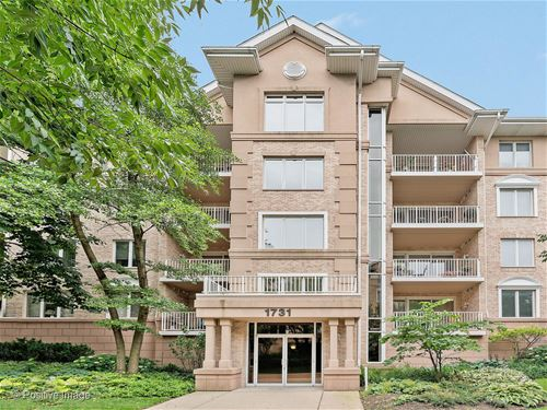 1731 Pavilion Unit 404, Park Ridge, IL 60068