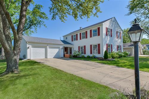 23W280 St James, Glen Ellyn, IL 60137