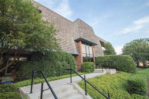 150 Red Top Unit 203, Libertyville, IL 60048
