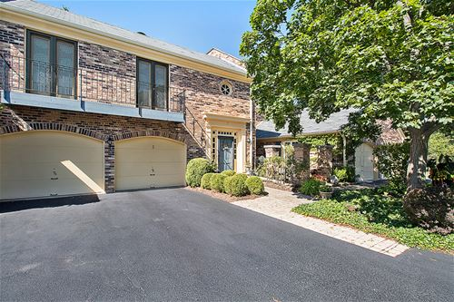 5 The Court Of Overlook Bluf, Northbrook, IL 60062