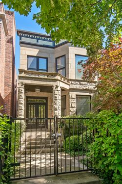1442 W Cuyler, Chicago, IL 60613 Graceland West