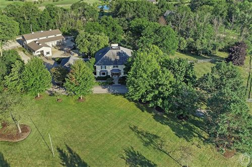 27455 N Meadowoods, Libertyville, IL 60048