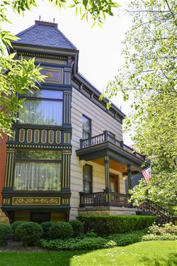 4125 N Greenview, Chicago, IL 60613 Graceland West