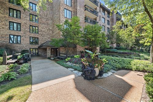 3741 Mission Hills Unit 301, Northbrook, IL 60062