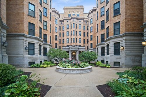 550 W Surf Unit 105, Chicago, IL 60657 Lakeview