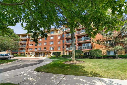720 Creekside Unit 104B, Mount Prospect, IL 60056