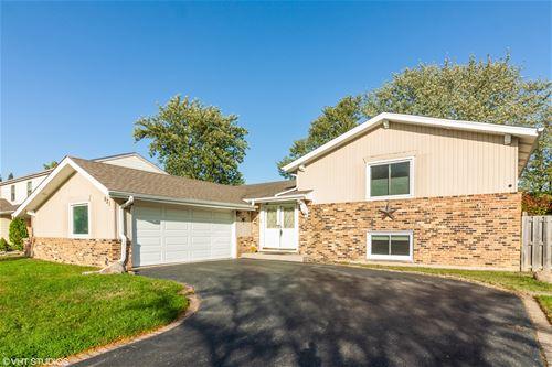 621 Newport, Westmont, IL 60559