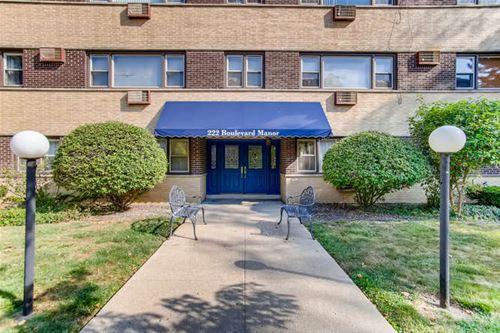 222 Washington Unit 203, Oak Park, IL 60302