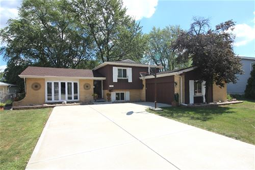 523 N Rohlwing, Addison, IL 60101