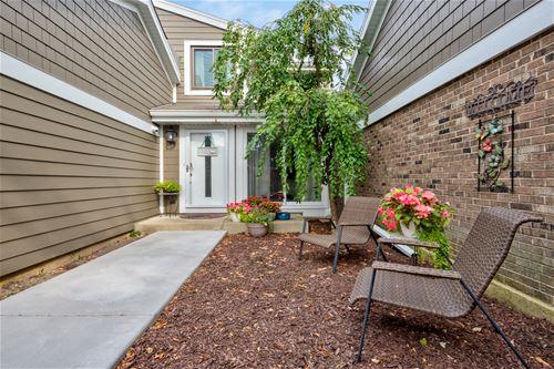 1559 Woodhaven, Wheaton, IL 60189