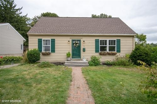 32 Mosedale, St. Charles, IL 60174
