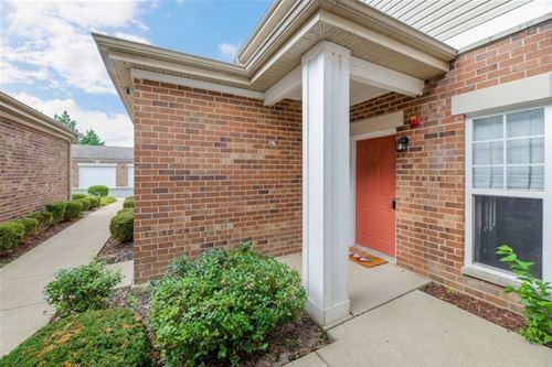 110 Clubhouse Unit 16, Oswego, IL 60543