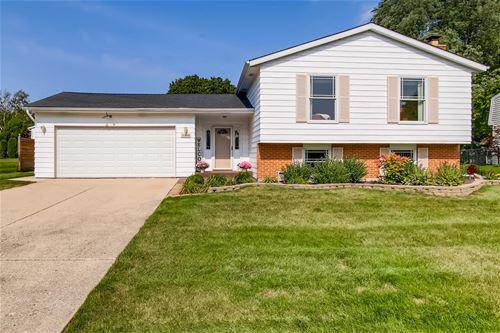 1303 Briarcliffe, Wheaton, IL 60189