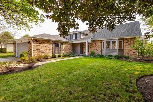 437 Greentree, Libertyville, IL 60048
