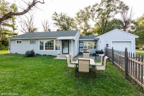 331 Winthrop, Addison, IL 60101