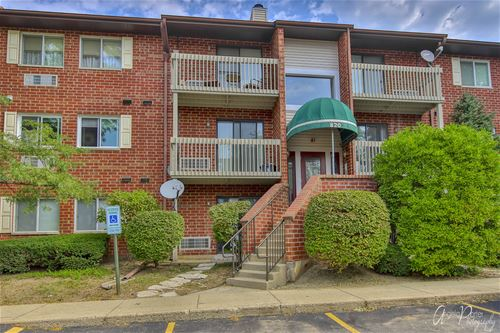 820 N Lakeside Unit 1B, Vernon Hills, IL 60061