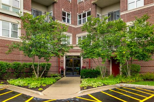 300 E Church Unit 104, Libertyville, IL 60048