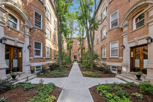 627 W Barry Unit 2D, Chicago, IL 60657 Lakeview