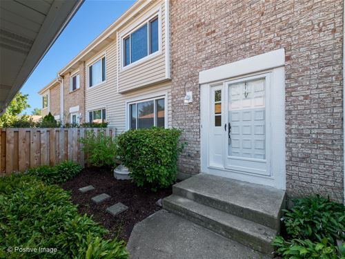 291 Barclay, Glendale Heights, IL 60139