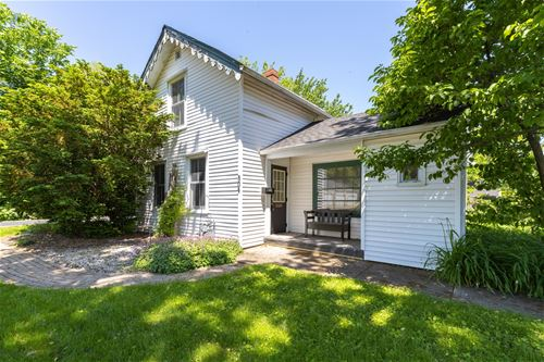 304 W Calhoun, Woodstock, IL 60098