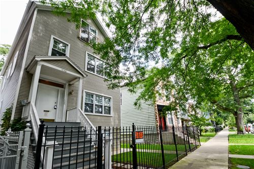1938 W Melrose Unit 2, Chicago, IL 60618 Roscoe Village