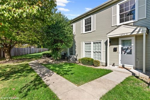 1694 Valley Forge Unit B, Wheaton, IL 60187
