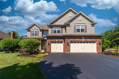 121 Pineridge, Oswego, IL 60543