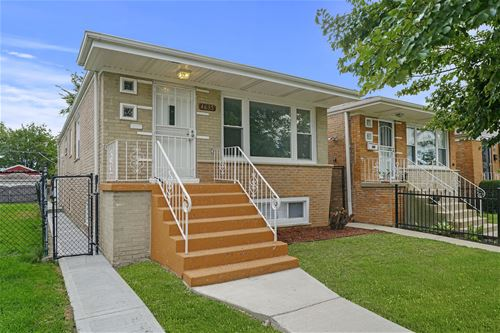 4635 S Laramie, Chicago, IL 60638 LeClaire Courts