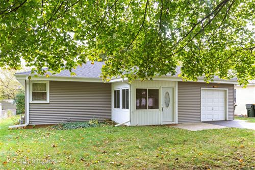 1014 Maple, Lake In The Hills, IL 60156