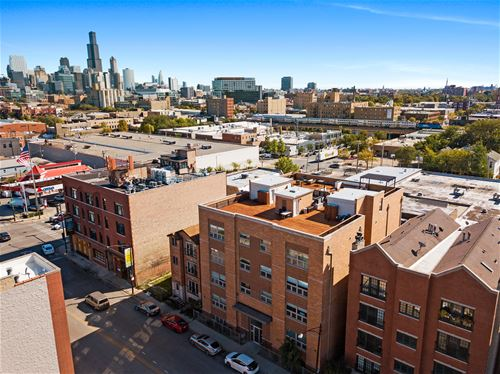 1617 W Grand Unit 4E, Chicago, IL 60622 West Town