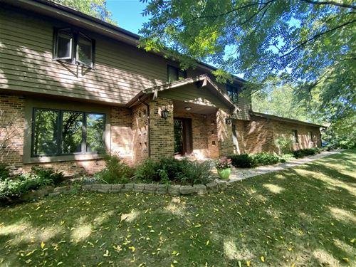 3009 Hidden Lake, Woodstock, IL 60098