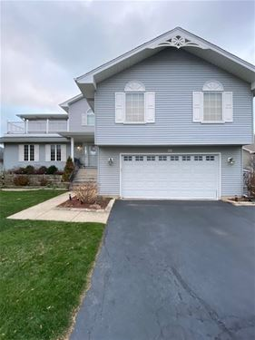 25 N Whispering Hills, Naperville, IL 60540