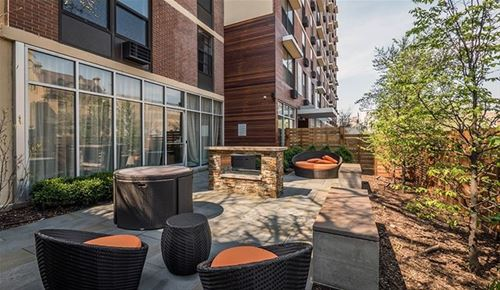 533 W Barry Unit 4A, Chicago, IL 60657 Lakeview
