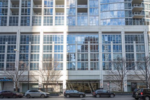 2 W Delaware Unit 2305, Chicago, IL 60610 Near North