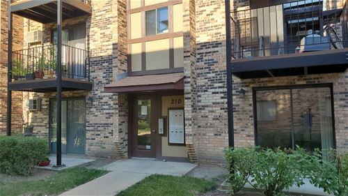 210 Klein Creek Unit 5E, Carol Stream, IL 60188