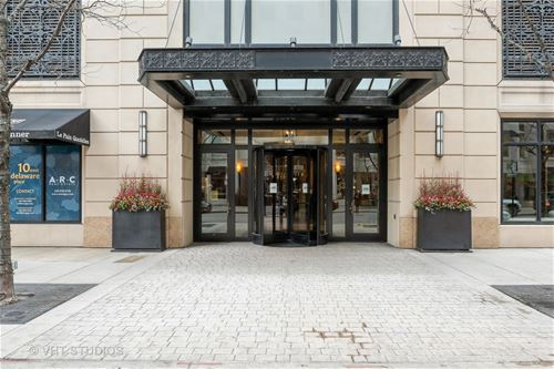 10 E Delaware Unit 14A, Chicago, IL 60611 Gold Coast