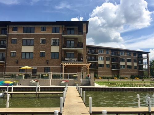 728 Diamond Lake Unit 405, Mundelein, IL 60060