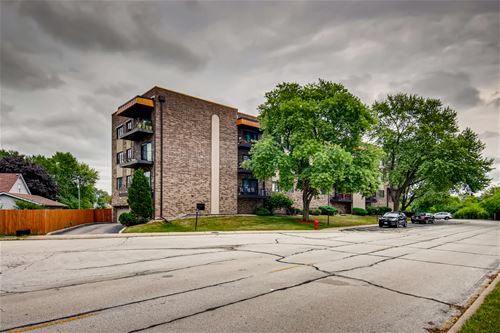 7100 W 95th Unit 303, Oak Lawn, IL 60453
