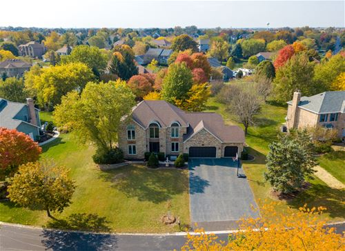 712 Greens View, Algonquin, IL 60102