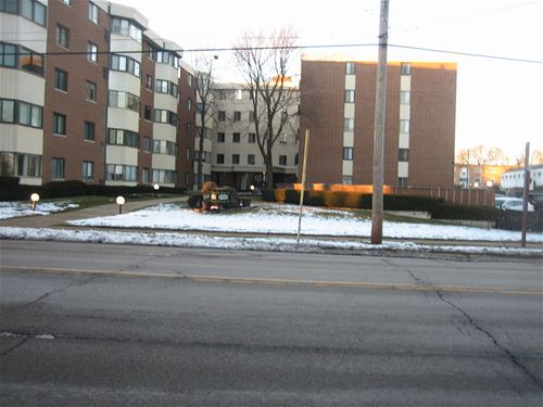 5500 Lincoln Unit 117, Morton Grove, IL 60053