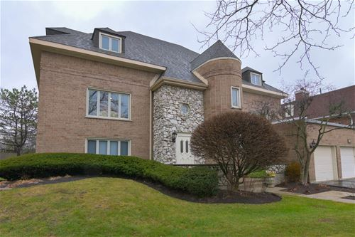 740 Ballantrae Unit C, Northbrook, IL 60062