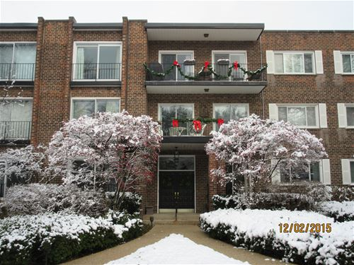 140 Franklin Unit 105, Lake Forest, IL 60045