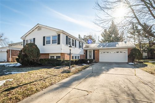 1627 S Surrey Ridge, Arlington Heights, IL 60005