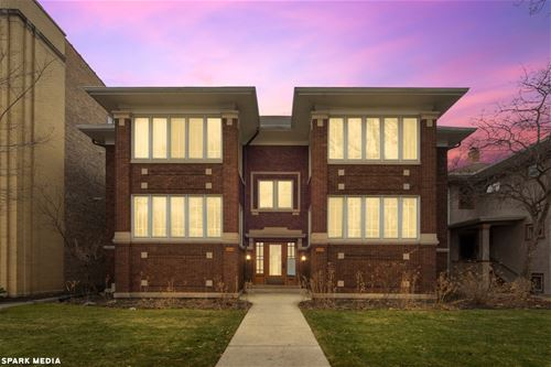 105 Washington Unit 1E, Oak Park, IL 60302