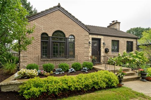 4637 Clausen, Western Springs, IL 60558