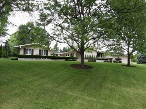 22 Royal Vale, Oak Brook, IL 60523