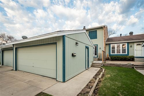302 Colony Green, Bloomingdale, IL 60108