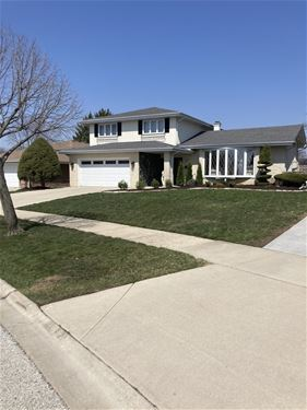 808 W Heritage, Addison, IL 60101