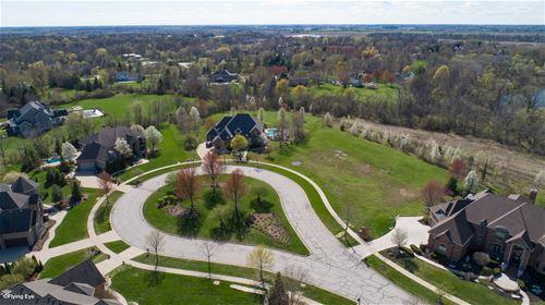 1033 Schonback, Batavia, IL 60510