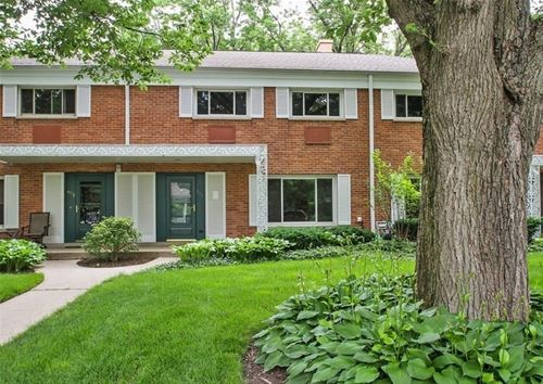 673 Carriage Hill, Glenview, IL 60025